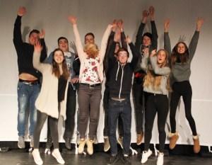 Die Theatergruppe am Wirtschaftsgymnasium lädt zu einem multimedialen Theaterstück ein. Foto: Norbert Heckelei