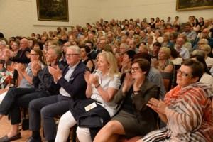 as Publikum feierte die 69-jährige Schriftstellerin im Haus Beda in Bitburg. Bild: Harald Tittel/ELF
