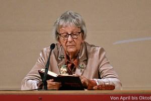Ingrid Noll liest aus ihrem neusten Kriminalroman und begeistert so die Gäste in Prüm. Bild: Eifel-Literatur-Festival