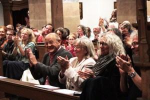 """Das Publikum war von den Darbietungen des """"Avram""""-Ensembles begeistert. Bild: Michael Thalken/Eifeler Presse Agentur/epa"""
