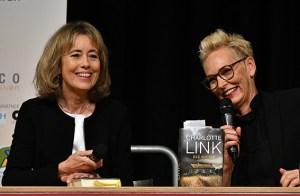 Charlotte Link (v.l.) und Bärbel Schäfer sorgten wieder für ein ausverkauftes Haus beim eifel Literatur Festival. Foto: Anke Emmerling