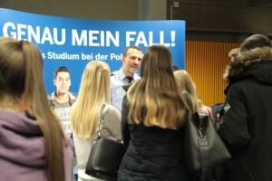 Großes Interesse herrschte am Stand der Kreispolizei Euskirchen. Bild: Michael Thalken/Eifeler Presse Agentur/epa