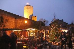 Romantischer Weihnachtsmarkt auf Burg Reifferscheid. Bild: