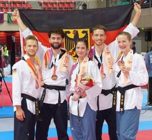 Bronze bei der Taekwondo Poomsae WM für Triumf Beha (2.v.l.) vom Taekwondo Club Schleiden und sein Freestyle-Team. Foto: Taekwondo Club Schleiden