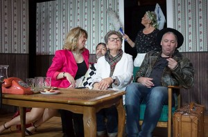"""Reichlich Verwirrung wird es beim Stück """"Geteilt durch zwei"""" auf der Bühne zu sehen geben. Foto: Johannes Mager/AktEur e.V."""