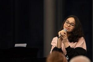 """Loubna Alabddallah, hier beim Preisträgerkonzert in der Mottenburg, holte sich einen ersten Preis beim Landeswettbewerb """"Jugend musiziert"""" und darf am Bundeswettbewerb teilnehmen. Bild: Tameer Gunnar Eden/Eifeler Presse Agentur/epa"""