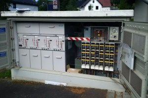 Auch über die Wartungspflichten bei elektrischen Schaltanlagen wird bei der ene-Unternehmensgruppe informiert. Bild: ene