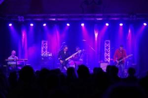 Auf dem Osterrockfestival in Scheven, wie hier 2018, gibt es wieder viel bekannte Musik, die in die Beine geht. Bild: Holger Thomsen