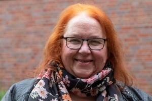 Marita Rauchberger betreibt die Galerie Eifel Kunst in Schleiden. Bild: Tameer Gunnar Eden/Eifeler Presse Agentur/epa