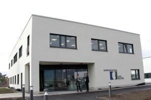 Ästhetisch und gleichermaßen höchst funktional präsentiert sich das neue Nierenzentrum in Euskirchen. Bild: Michael Thalken/Eifeler Presse Agentur/epa
