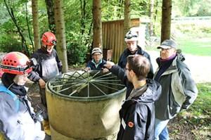 """Beim """"Internationale Bergbau- & Montanhistorik-Workshop"""" stehen zahlreiche Exkursionen auf dem Programm. Hier Internationale Experten vor der Einfahrt in die """"Grube Wohlfahrt"""" Foto: Matthias Bock, St. Andreasberg"""