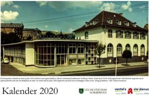 Das Titelbild des Schleidener Kalenders für das Jahr 2020 zeigt die Kreissparkasse Schleiden mit ihrem im Jahr 1929 errichteten ersten eigenen Bankhaus und dem architektonisch ambitionierten Nachkriegs-Neubau. Bild: [Fotograf unbekannt] Nachlass Fesenmeyer