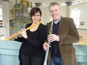 Die Aachener Flötistin Ricarda Schumann und Organist Hans Leenders wollen eine Geschichte über Weihnachten und die Heiligen Drei Könige aufführen. Foto: Christine Moraal