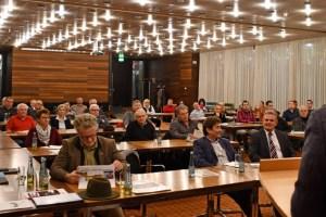 Vertreter zahlreicher Dörfer aus dem Kreis Euskirchen informierten sich bei der Auftaktveranstaltung im Kreishaus über den Ablauf des Wettbewerbs. Foto: L. Rodermann / Kreis Euskirchen