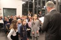Das Blockflötentrio Frieda Marie Leisse, Marla Erken und Sarah Schineller bekam eine Urkunde vom Landrat. Bild: Michael
