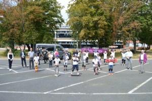 Große Begeisterung herrschte bei Groß und Klein am ersten Tag des Skatebord-Workshops. Bild: Julia Schneider