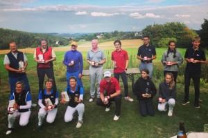 Freuten sich über ihre Auszeichnungen: Die Jugend- und Seniorenmeister des Golfclubs Bad Münstereifel. Bild: Privat