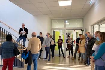 Zahlreiche geladene Gäste konnte der Erste Beigeordnete, Marcel Wolter, bei der Eröffnung der offenen Lernbereiche begrüßen. Bild: Stadt Schleiden / Kerstin Wielspütz