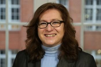 Referentin Birgit Wintermann von der Bertelsmann-Stiftung referiert zum Thema Familienfreundlichkeit in Unternehmen. Bild:  Bertelsmann-Stiftung