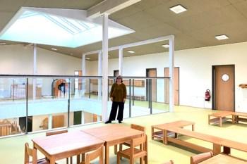 Kindergartenleiterin Birgit Lesch freut sich auf den Umzug in die neuen Räume im Obergeschoss. Bild: Kerstin Wielspütz/Stadt Schleiden