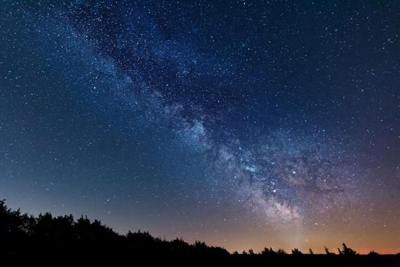 Bald können Sternenbegeisterte an der Seite eines Experten den klaren Nachthimmel im Sternenpark Nationalpark Eifel erleben. Foto: Maximilian Kaiser