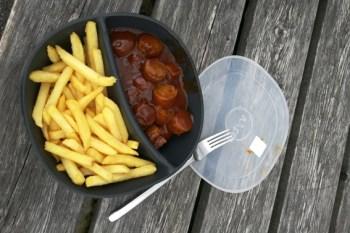 So soll es schon bald aussehen: Pommes mit Currywurst im Mehrwegsystem ganz ohne Verpackungsmüll. Bild: Karen Beuke