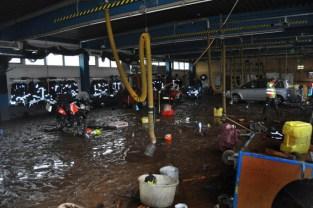 Nach dem Ablaufen des Wassers wurden am Donnerstag die Zerstörungen im Gerätehaus des Löschzuges Kall deutlich. Foto: Reiner Züll