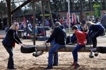 Ein Kinderparadies ist der große Spielplatz gegenüber der Waldschänke. Wenn auch diesmal mit Abstand - die Kinder werden ihre Freude haben. Foto: Reiner Züll