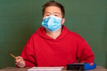Die Maskenpflicht soll für Schüler und Schülerinnen ab dem 2. November in NRW fallen. Symbolbild:Tameer Gunnar Eden/Eifeler Presse Agentur/epa