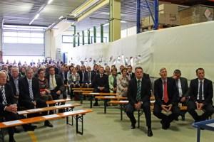 Gut 250 geladene Gäste fanden sich am Sonntagmorgen bei der Energie Nordeifel ein, um den 80. Geburtstag der KEV zu feiern. Bild: Michael Thalken/Eifeler Presse Agentur/epa