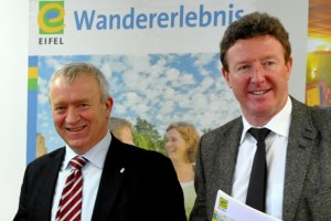 Aloysius Söhngen (v.l.) und Manfred Poth sehen den Tourismus in der Eifel als Wachstumsmarkt. Foto: Reiner Züll