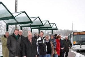 Bürgermeister Herbert Radermacher (3.v.l.) eröffnete mit Vertretern des Gemeinderates, der Nahverkehr Rheinland GmbH sowie der Regionalverkehr Köln GmbH an der Trierer Straße offiziell den neuen Busbahnhof. Bild: Reiner Züll