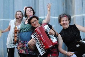 """Das Quartett """"Choco con Chili"""" bietet Weltmusik mit hohem Spaßfaktor. Bild: Veranstalter"""