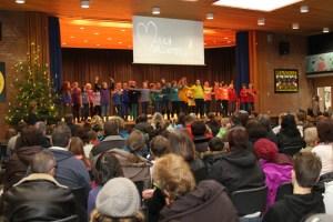 Für die Gäste hatten die Schüler sich ein buntes Programm einfallen lassen. Bild: Tameer Gunnar Eden/Eifeler Presse Agentur/epa