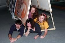 Maf Räderscheidt (Mitte) will mit jungen Nachwuchskünstlern ganz Schleiden künstlerisch erobern. Bild: Privat