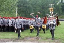 Das in Koblenz stationierte Heeresmusikkorps der Bundeswehr spielt zugunsten der Hilfsgruppe Eifel auf. Bild: Michael Thalken