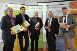 Auf einer Pressekonferenz stellte die Eifel Tourismus GmbH die ersten Ergebnisse der Aktiv-Akademie Vogelsang  vor. Wolfgang Reh (v.l.), Bruno Leiminger, Stephan Kohler, Aloysius Söhngen und Manfred Poth. Foto: Reiner Züll
