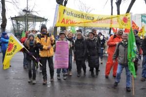 Zahlreiche Menschen aus der Region demonstrierten vor dem Atomreaktor Tihange. Auch Grüne aus dem Kreis Euskirchen waren dabei wie der Kaller Grüne Ekkehard Fiebrich (rechts). Bild: Grüne Kreis Düren