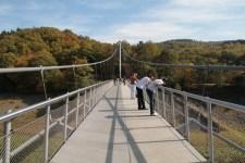 Die Victor-Neels-Brücke über den Urftsee ist am Freitag für Fußgänger und Radfahrer gesperrt. Bild: Michael Thalken/Eifeler Presse Agentur/epa