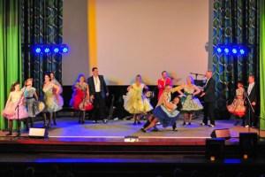 """Die """"Devils and Dolls"""" heizten den Zuschauern mit Boogie-Woogie ein. Bild: Alicia Mönikes/vogelsang ip"""