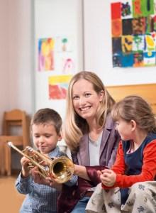 Wer beispielsweise Kindern ehrenamtlich Musik vermittelt, gehört auf jeden Fall mit zu den Kandidaten, die sich um die Preise bewerben dürfen. Bild: dm-drogerie markt