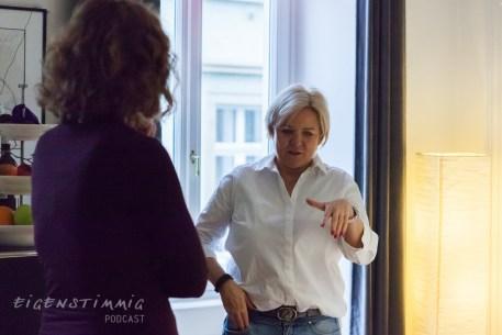 Sabine und Julia im Gespräch