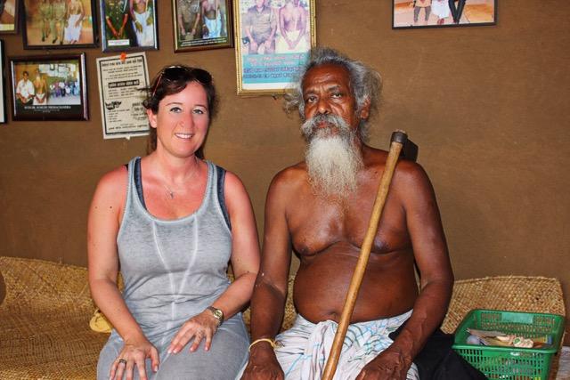 Kennenlernen von Veddahäuptling Uruwarige Wannila Aththo (Sri Lanka)