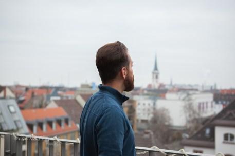 Pfarrer Diego über den Dächern Mannheims