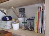 Breipennen, haaknaalden, knutselboeken.