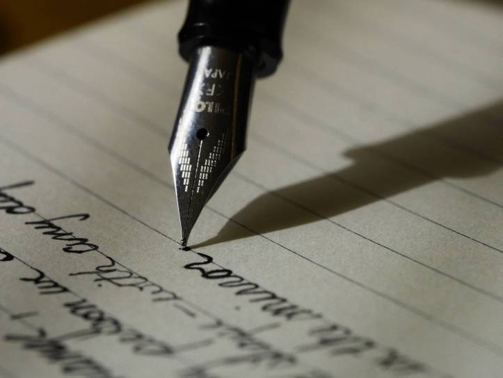 万年筆で引きたいを書いている - 作文作成 - 函館英会話教室EigoLa - 英語試験対策