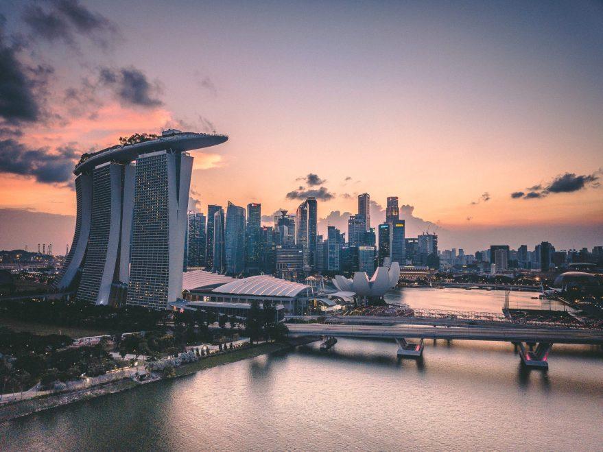 swapnil bapat sJ7pYyJFyuA unsplash scaled - 【コラム】シンガポール英語『Singlish』の特徴ってどんなの?