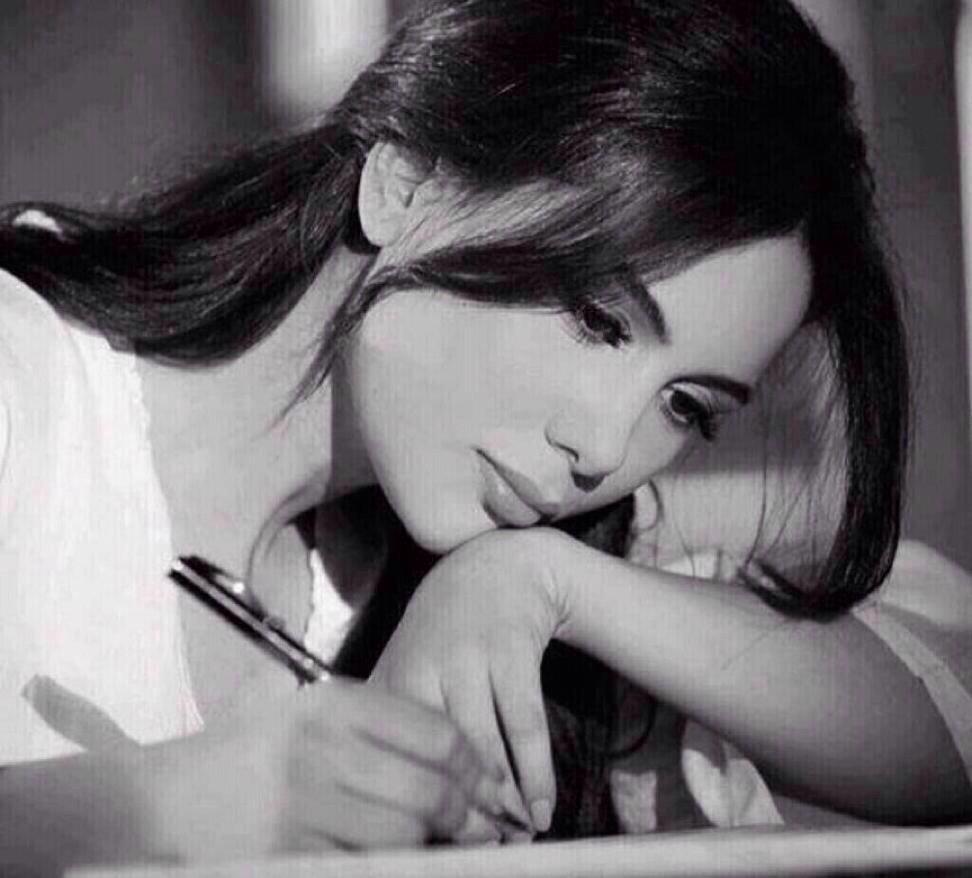 نتيجة بحث الصور عن فتاه تكتب شعر