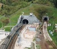 """В """"Укрзализныце"""" рассказали, сколько поездов прошло через Бескидский тоннель за год"""