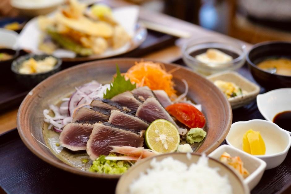ドライブイン西村食堂|高知の観光名所「桂浜」近く!ご当地グルメが楽しめる市場レストラン。